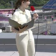 佐藤梨那アナ ポロシャツおっぱい、ピチピチなパンツスタイル