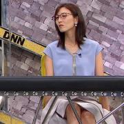 小澤陽子アナ ミニスカで座って脚がセクシー